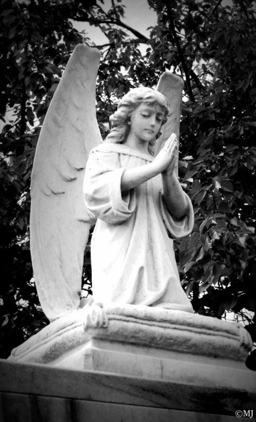 Angel at the entrance to the Rose City Cemetery