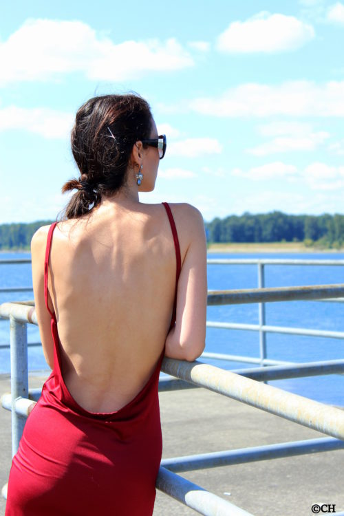Backless dress and the Columbia River