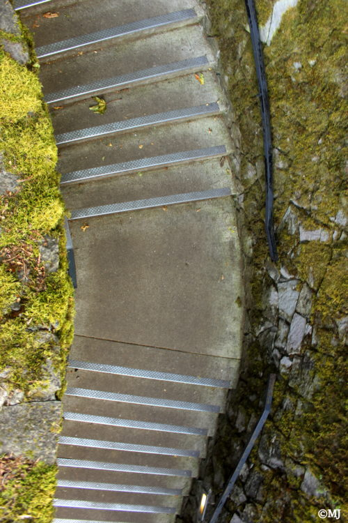 The stairs down to Multnomah Falls Lodge