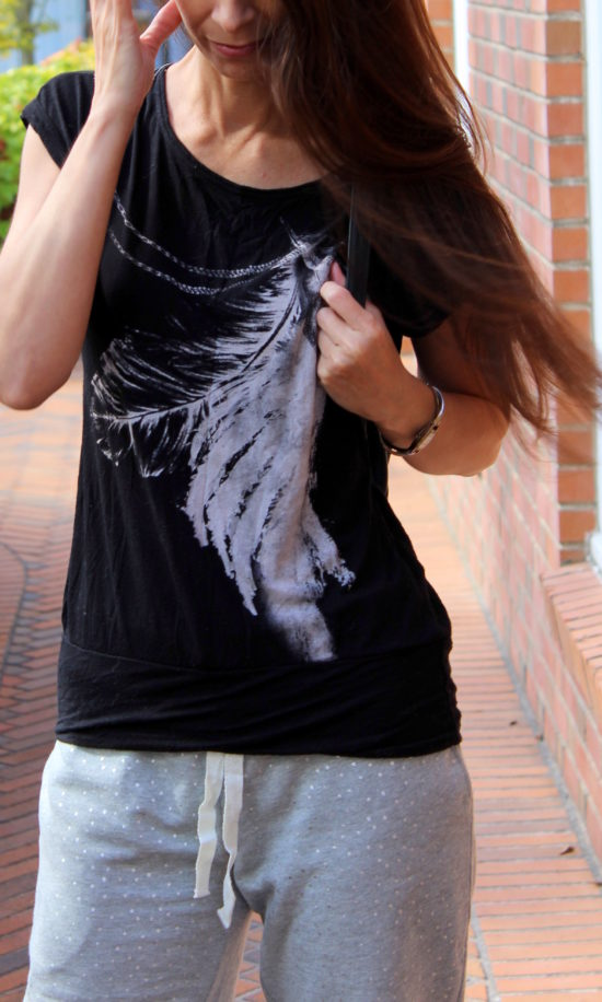 Black and white feather tee