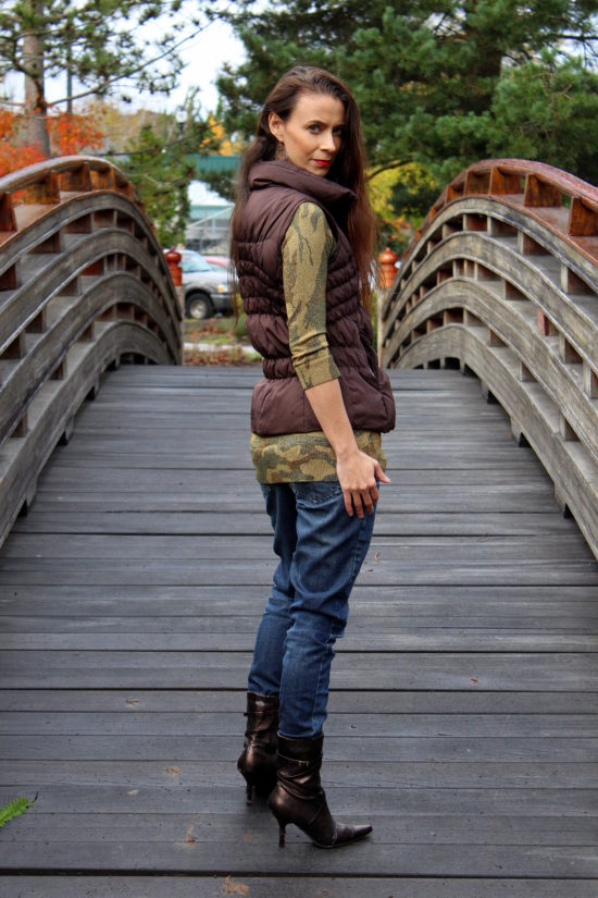 Sparkle camo sweater, brown puffer best, skinny jeans & copper booties