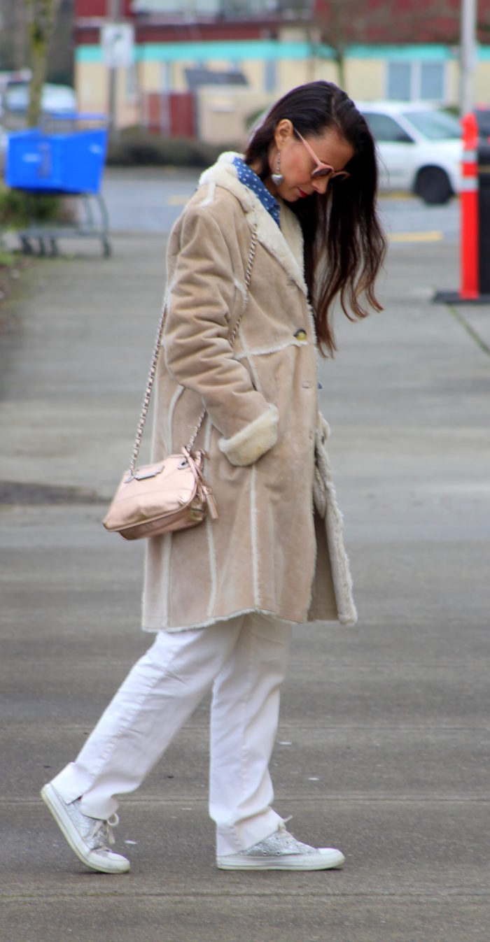 Faux fur trimmed winter coat, white pants, rose gold purse & sparkle converse